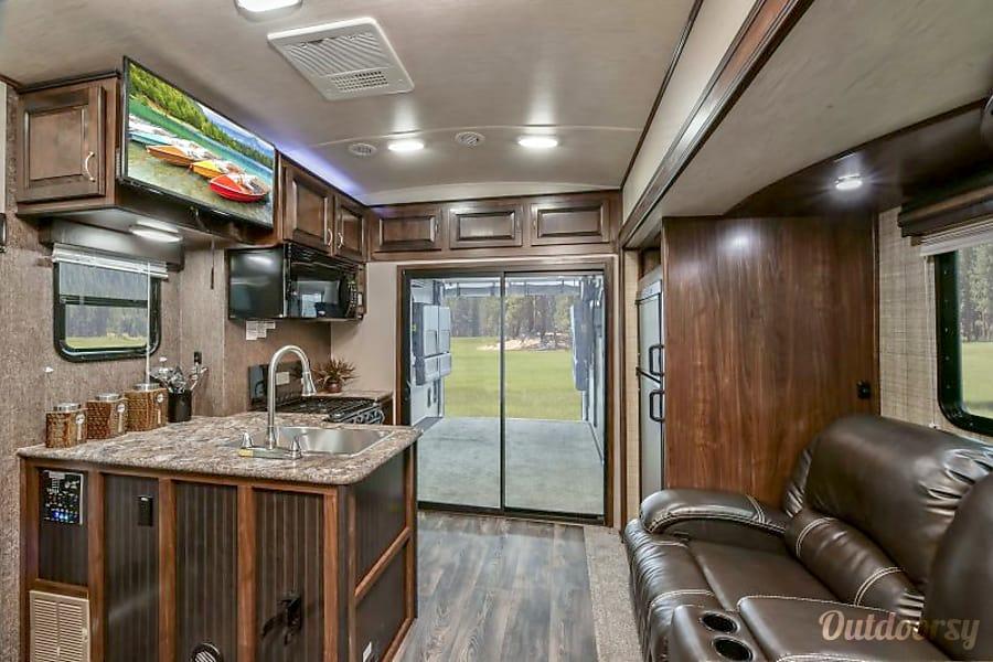 2017 Heartland Torque T32 Toy Hauler Midland, NC Living Area