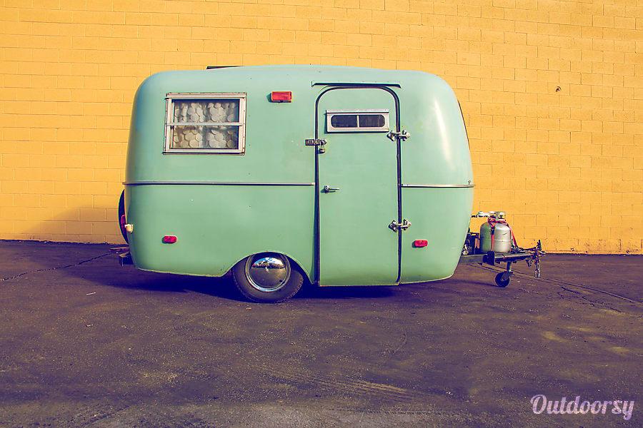 exterior Sage Coach Los Angeles, CA