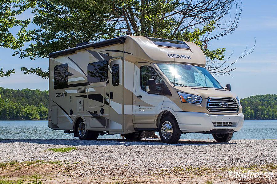exterior 2017 Thor Motor Coach Gemini Lithia Springs, GA