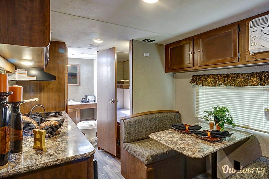 interior 2016 Keystone Hideout Murfreesboro, TN