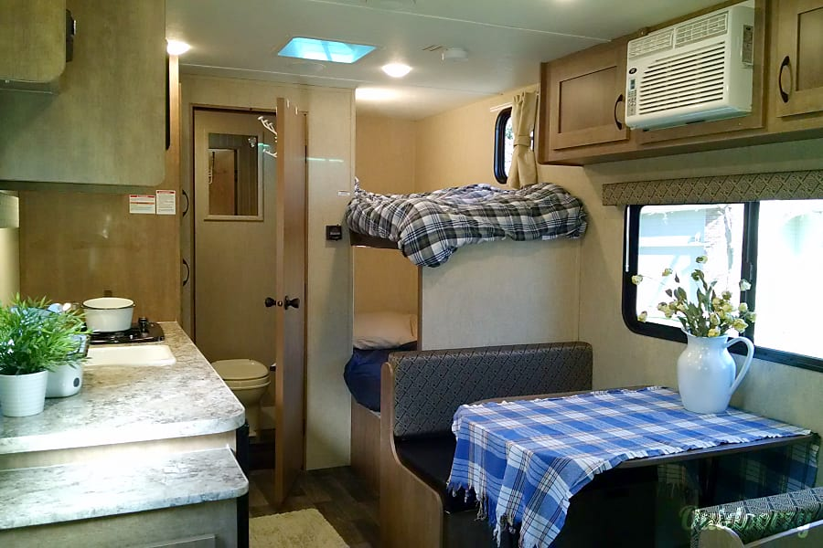 2017 New Bunkhouse Camper - Easy Tow and Light Weight - Will Deliver Colorado Springs, CO