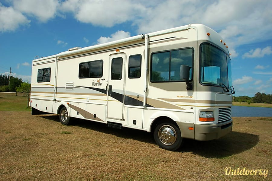 2001 Fleetwood Bounder- VACATION READY INCLUDING LINENS! Hendersonville, Tennessee