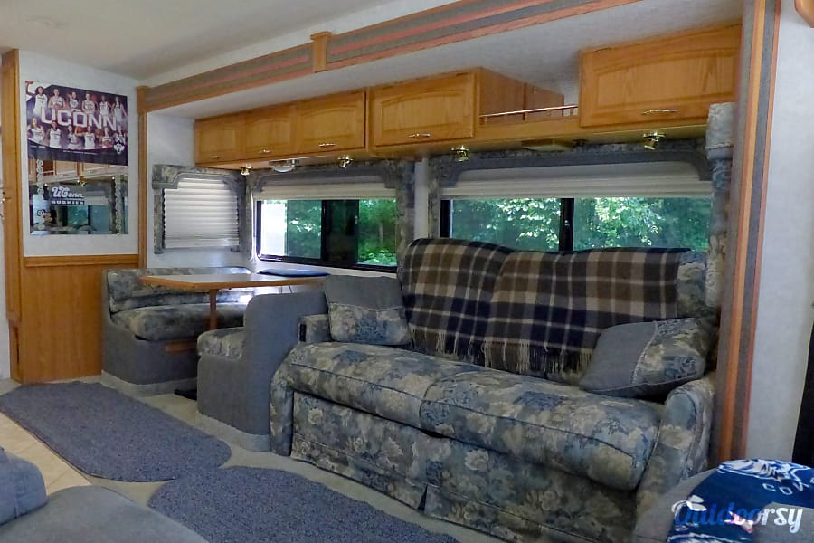 2004 Itasca Suncruiser Efland, NC Both booth an couch make into beds.   There are seat belts on back booth seat and couch.