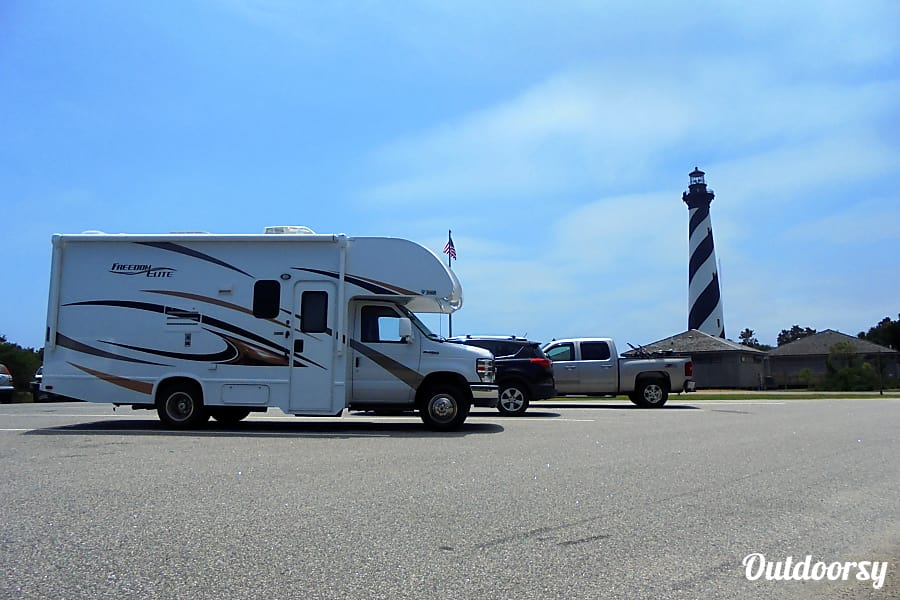 exterior 2017 Thor Motor Coach Freedom Elite Kill Devil Hills, NC
