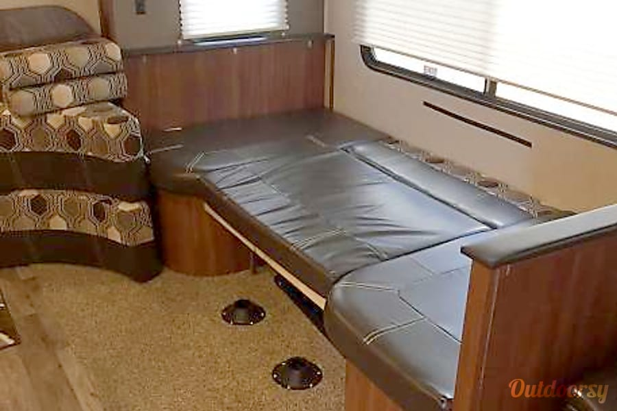 Glamping in Style ... 2017 Heartland Wilderness plus large tent if you need more space St. George, UT dinette bed