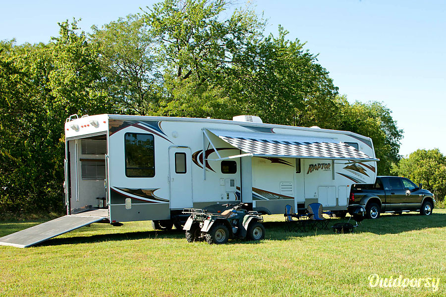 Keystone Raptor  3812TS Toy Hauler - Sleeps 10 Leawood, KS Ramp for ATVs, motorcycles, etc. Awning for shade.