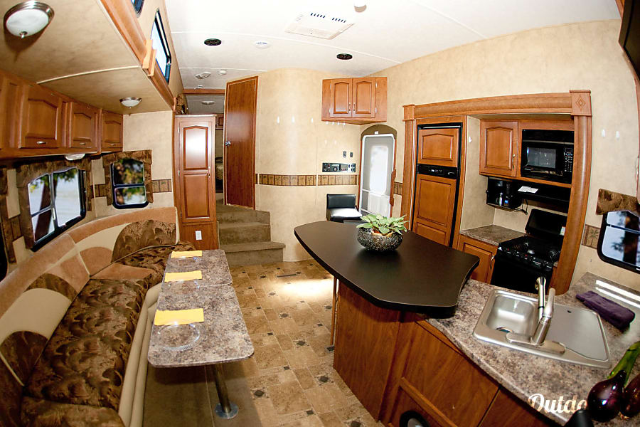 Keystone Raptor  3812TS Toy Hauler - Sleeps 10 Leawood, KS Lots of interior space, tons of storage.