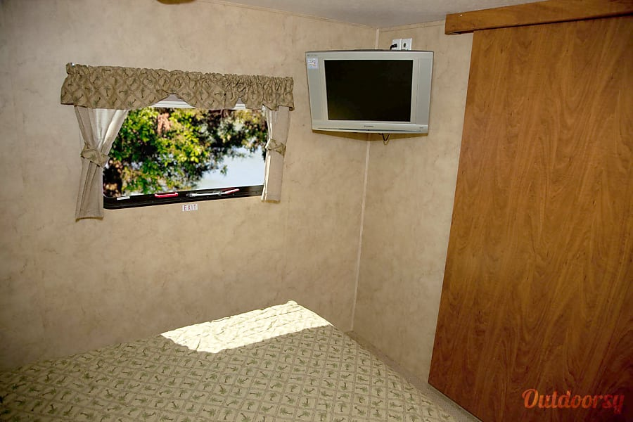 Keystone Raptor  3812TS Toy Hauler - Sleeps 10 Leawood, KS TV in the master bedroom.