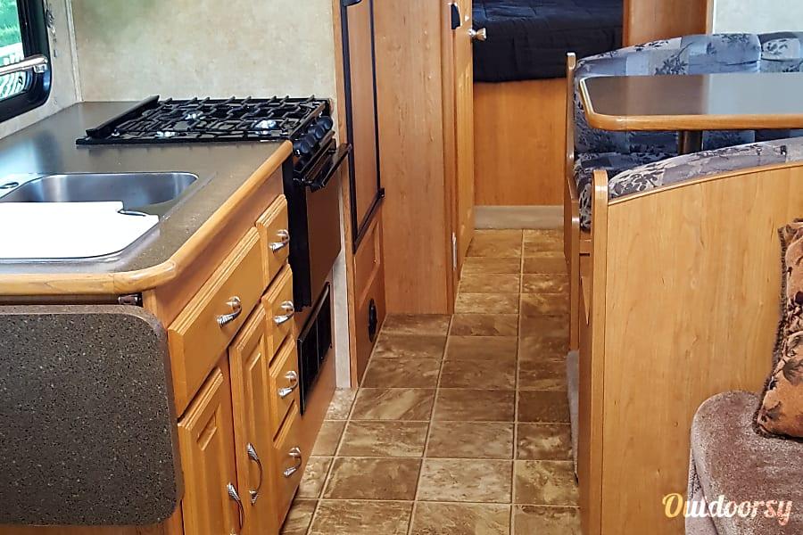 2009 Coachmen Freelander 3150SS Cortez, CO Spacious kitchen area