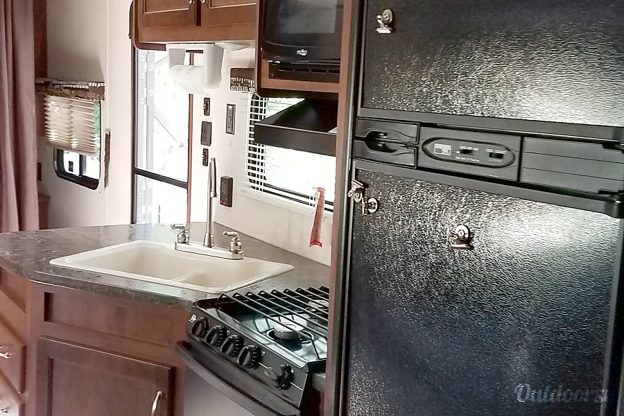 2017 Jayco Jay Flight SLX Albuquerque, NM Large sink, Microwave, Spacious Refridgerator, 3 Burner stove and Oven and Plenty of Srotage!