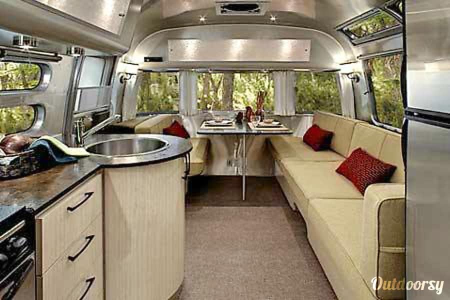 interior 2015 Airstream Serenity Intern'l 27FB Englewood, CO