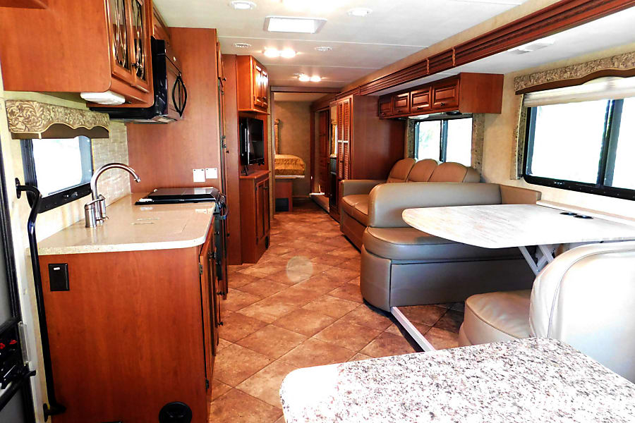 WINDSPORT FAMILY CRUISER - JUST BRING YOUR TOOTHBRUSH! Orlando, FL Spacious living area