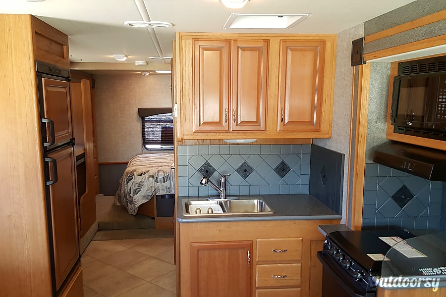 Fleetwood Terra - 31' Class A with Bunks Riverview, FL Kitchen area