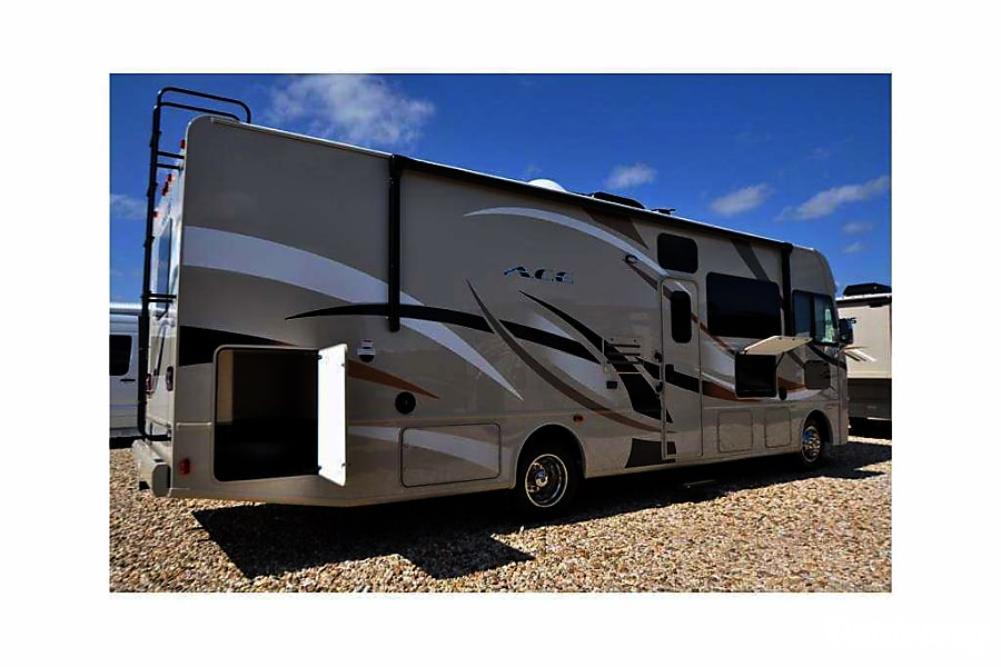 2017 Thor ACE 30.2  **Includes DirectTV**  Tailgating Package Available ** Woodbridge, VA