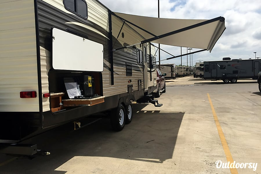exterior Haley's Heavenly RV - 2017 Avenger ATI DBS Cibolo, TX