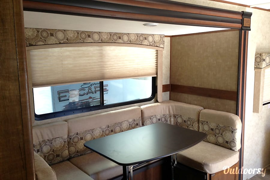 Jayco Jay Feather Grand Junction, CO Good sized dinette with room for all on its own slide.
