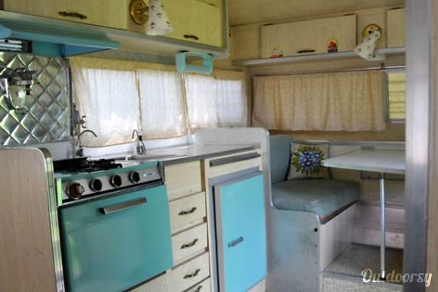 interior 1966 Aristocrat Lo-Liner Saratoga Springs, NY