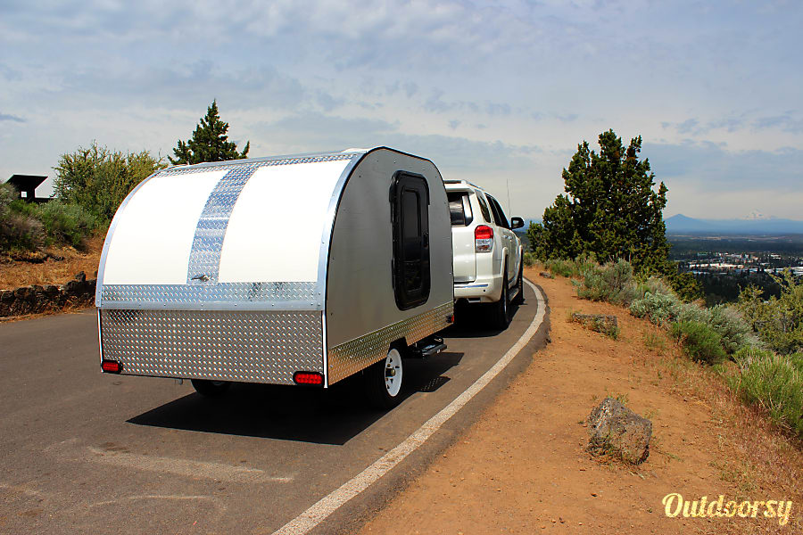 2017 Custom Teardrop Camper Bend, OR Easy to tow weighs only 950lb can even be moved by hand.