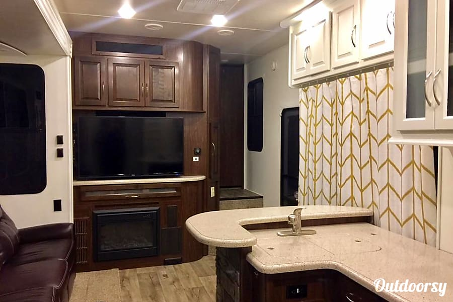 interior 2016 Heartland Cyclone 4200 HD Nolensville, TN