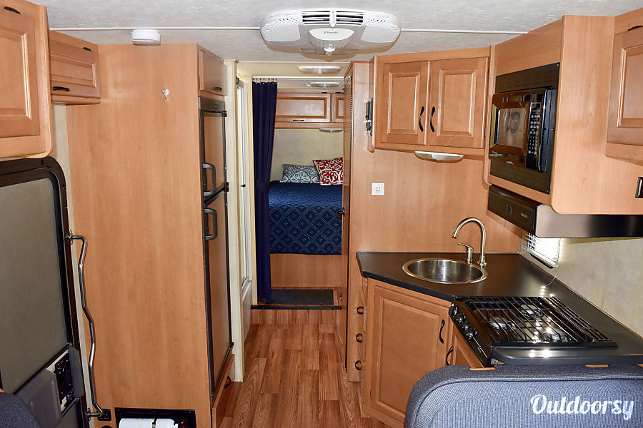 2013 Thor Motor Coach Four Winds Majestic Colorado Springs, CO A roomy interior has room to sleep 7 comfortably.