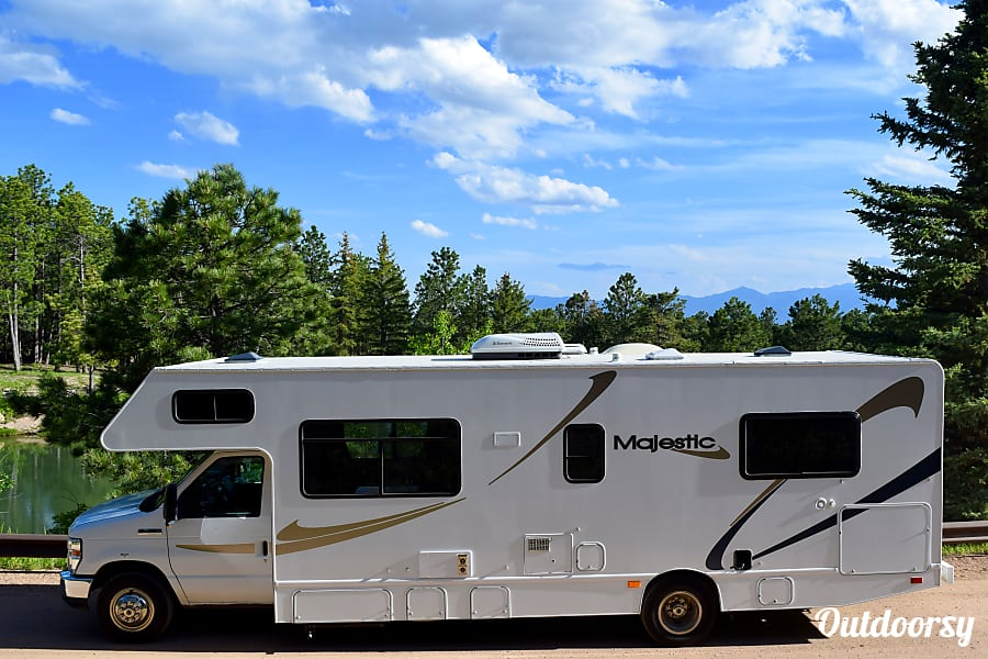 exterior 2013 Thor Motor Coach Four Winds Majestic Colorado Springs, CO