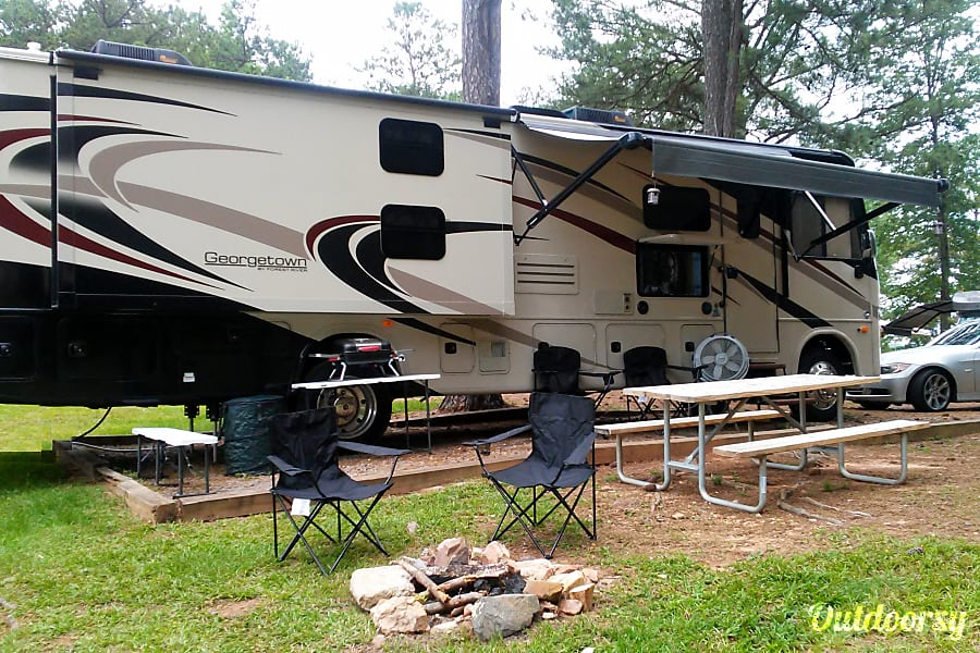 New 2018 38' Georgetown Loaded With Luxury Acworth, GA Relaxing!