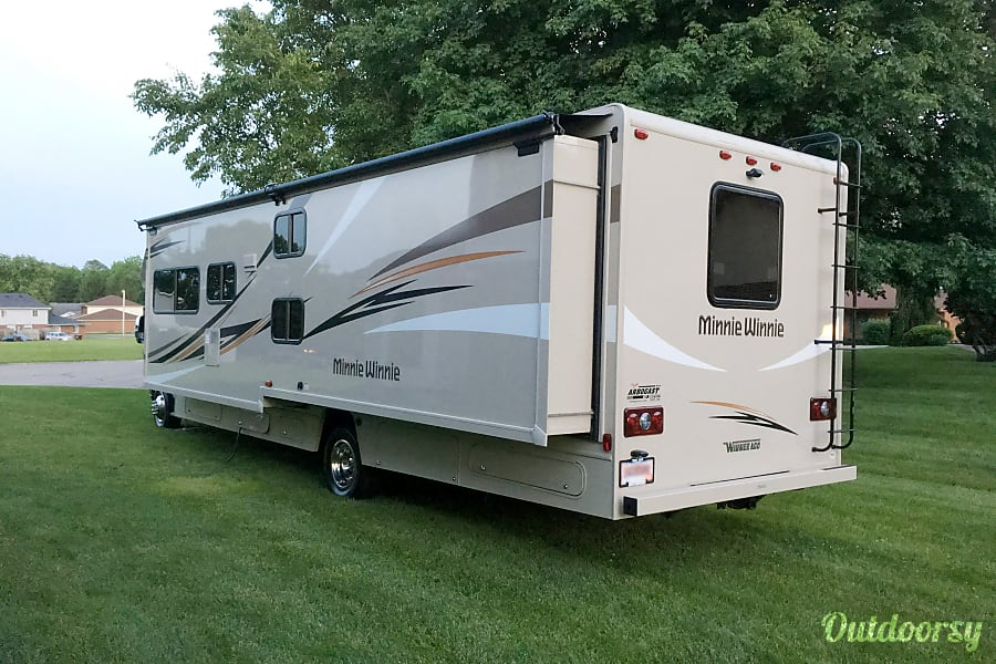 exterior 2017 Winnebago 31G (Seats 7) Bellbrook, OH
