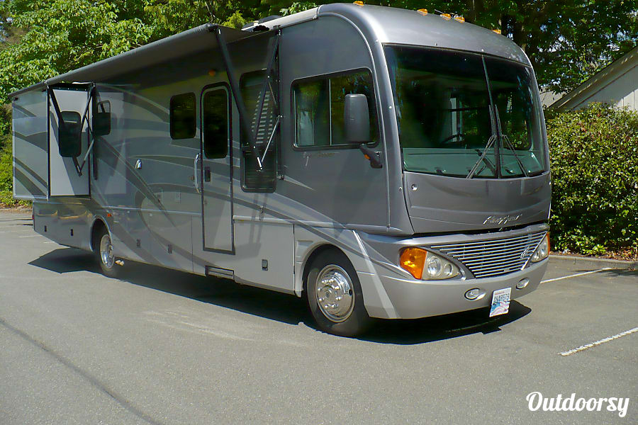 exterior 2007 Pace-Arrow 36d - Workhorse Kenmore, WA