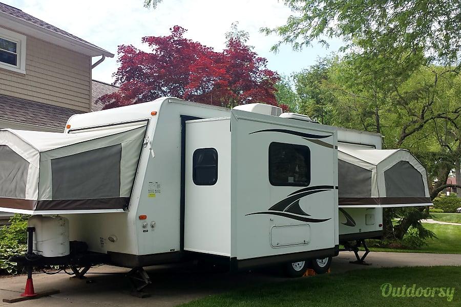 2013 Forest River Rockwood Roo Hybrid Trailer Grosse Pointe Park, MI