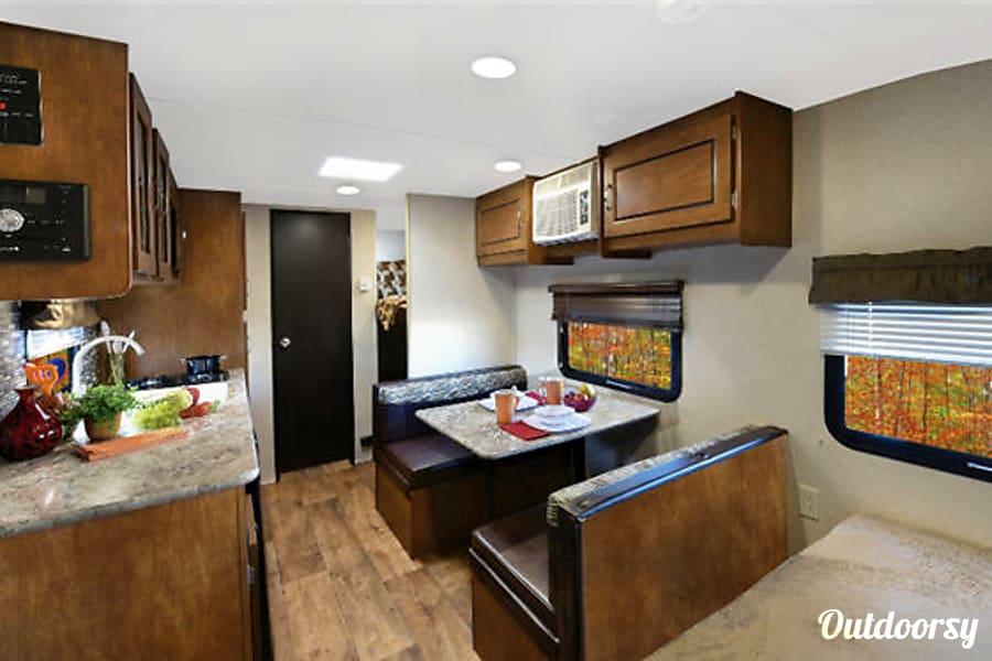 interior Salem Cruise Lite-Sleeps 4! Mt Juliet, TN