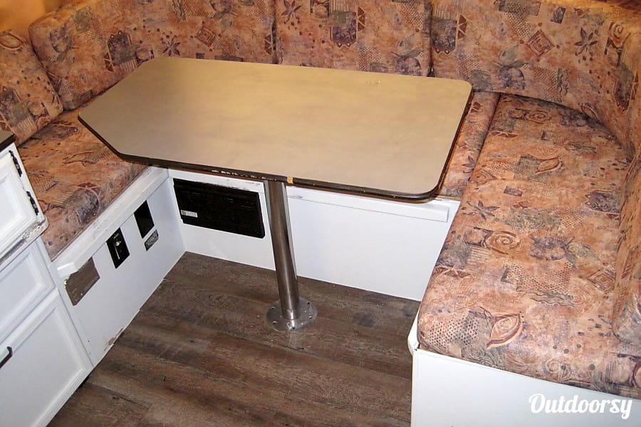 "22"" 2000 Palomino Pop Up Fold Out Camper with AIR CONDITIONING, TV, DVD Player and optional generator! El Paso, TX Dinning Room Table"