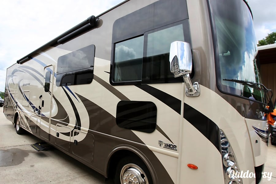 2017 Thor Motor Coach Windsport Motor Home Class A Rental