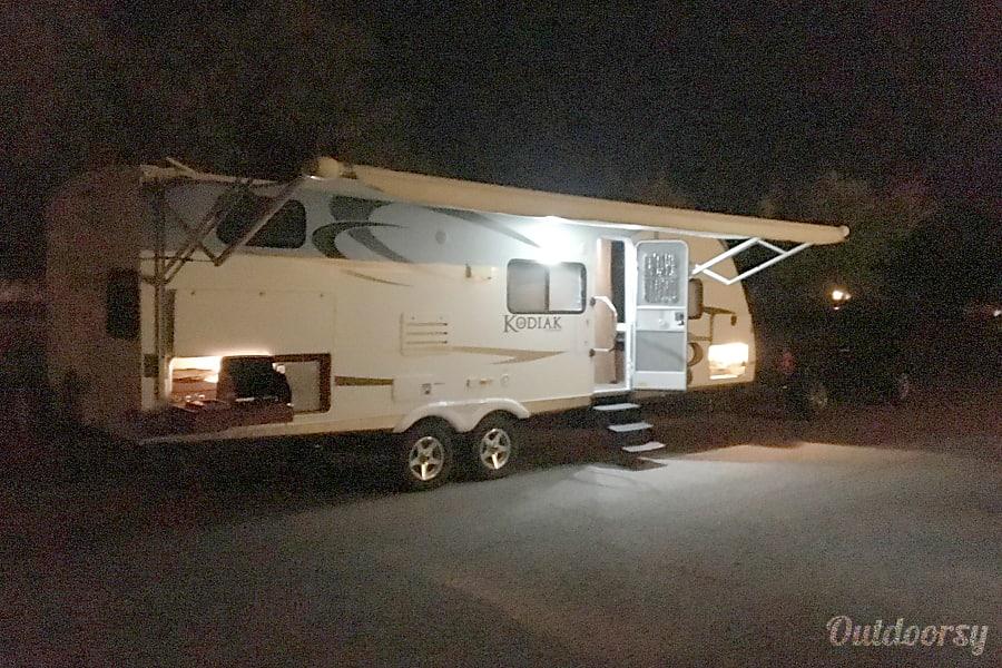 2012 Dutchmen Kodiak Bunkhouse with Outdoor Kitchen (Sleeps 10) Tucson, AZ Two Burner outdoor kitchen with refrigerator