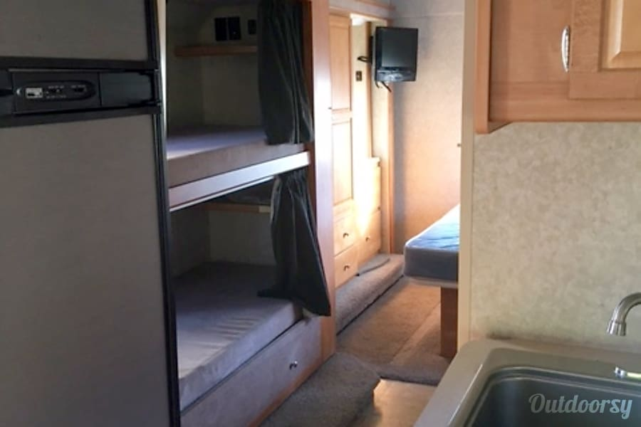 2009 Winnebago Access Joseph, UT Bunks