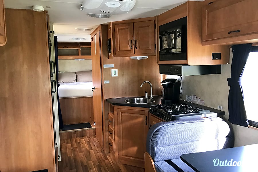 Thor Motor Coach Majestic 28A Unlimited Miles & Generator Tampa, FL