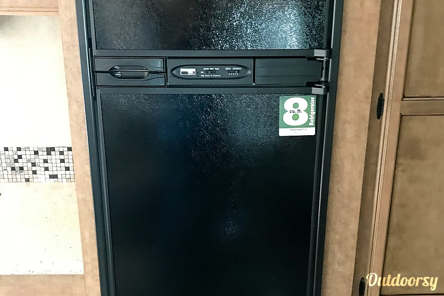 2017 Starcraft 299bhs Savage, MN Large Fridge & Freezer