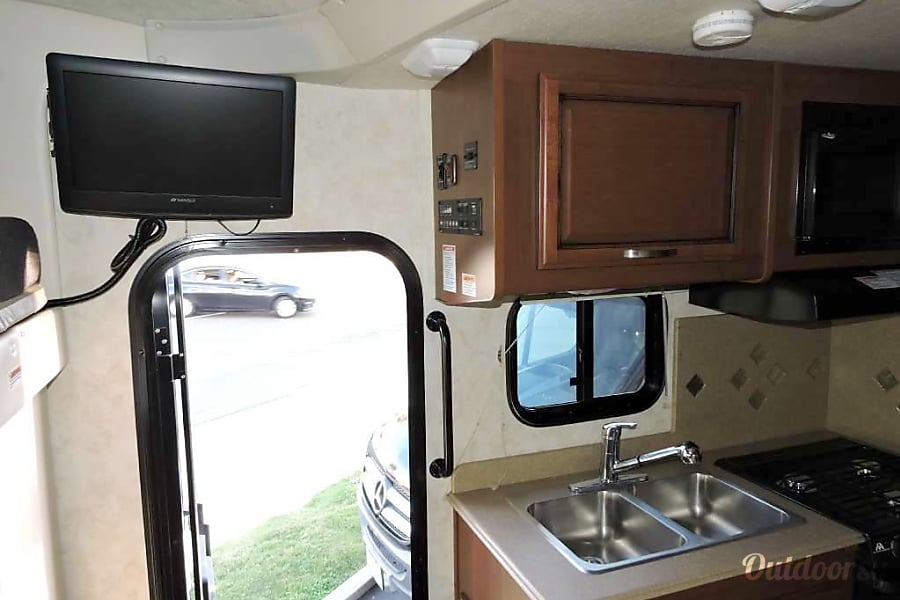 Fleetwood Ranger Class C 25 with 2-Slides and Private Bedroom, Mercedes 188 HP Engine  Sleeps 4 Sacramento, California TV,  Sink, over, microwave