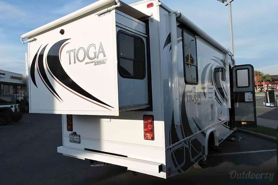 exterior Mercedes Turbo 188 HP Diesel  Class C 25ft with 2-Slides and Private Bedroom, Rear Swaybar Sacramento, CA
