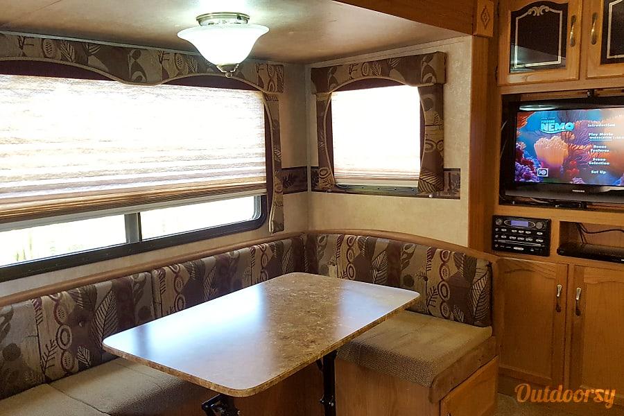 2011 Keystone Springdale 266 RL-SSR San Diego, CA TV and dinette