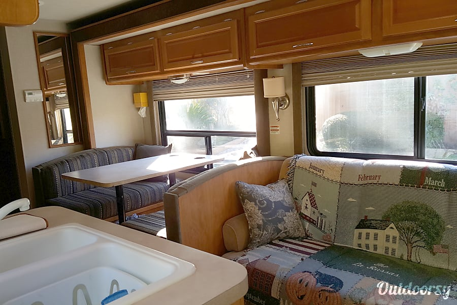 interior Adventure-ready! Sleeps 8 with Private Master - Fleetwood Jamboree GT 31w San Diego, California