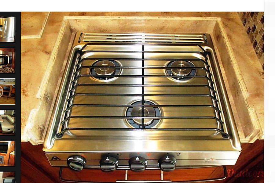 2017 Coachmen Mirada Select 37 SB Richmond, TX 3 stove burner for those multitasker