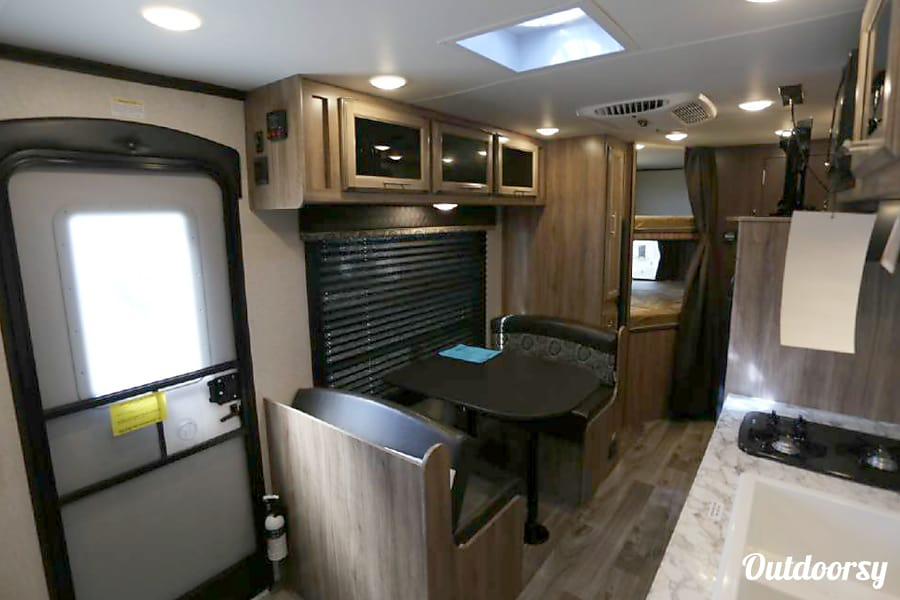 2018 Jayco Jay Feather 22 BHM Denver, CO Plenty of room for dining