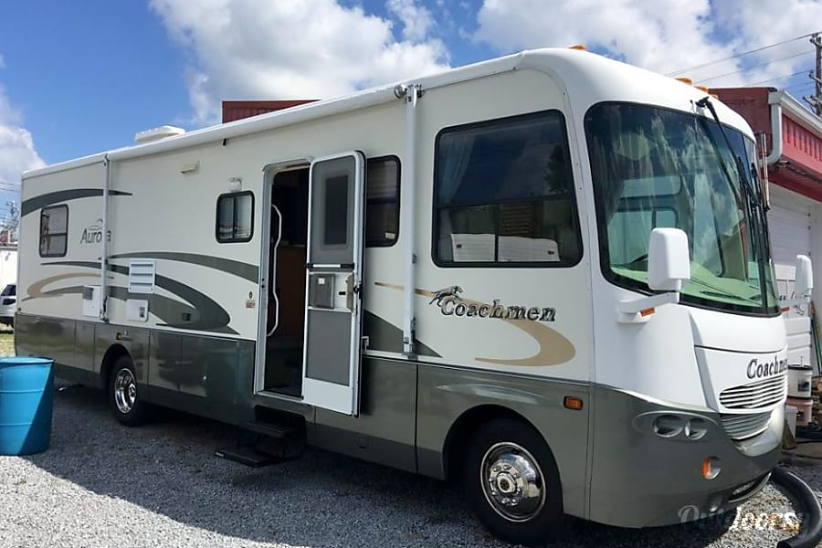 2001 Coachmen Aurora- VACATION READY INCLUDING LINENS! Hendersonville, TN