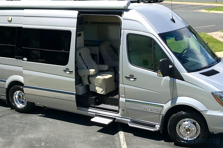 2014 Mercedes Benz 8 Passenger Airstream Interstate Inver Grove Heights MN