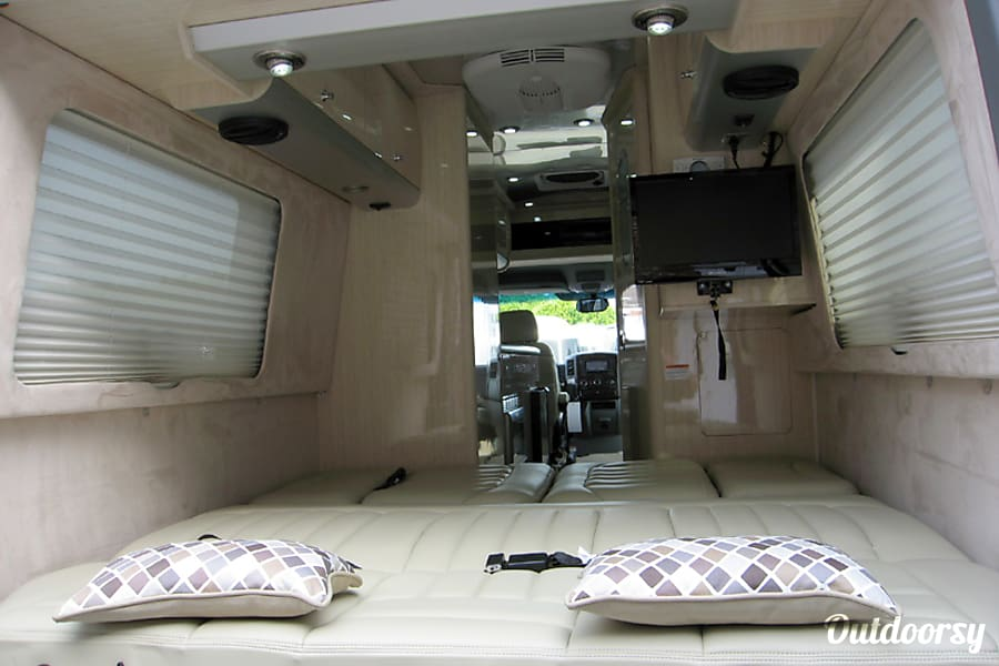 2014 Mercedes Benz 8 Passenger Airstream Interstate Inver Grove Heights MN King Size Bed Can