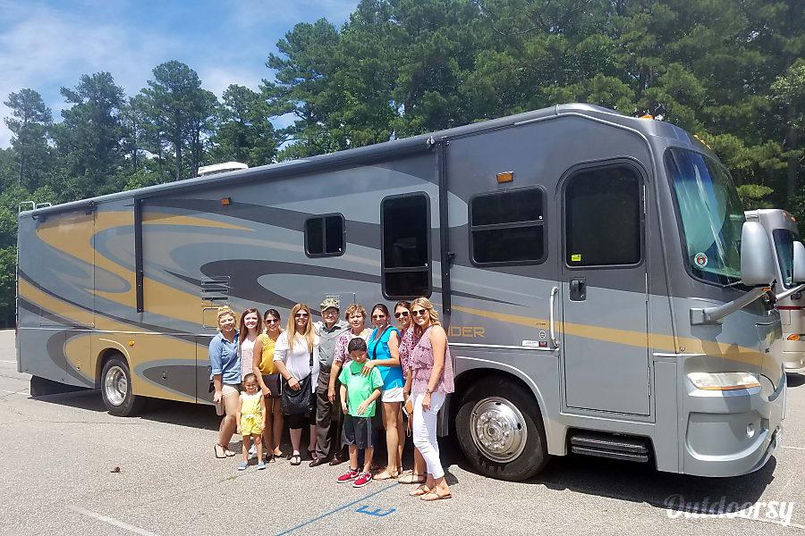 2007 Coachmen Pathfinder Virginia Beach, Virginia
