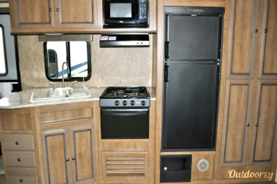 2017 Shadow Cruiser Bunk House Travel Trailer- Everything you need to get Camping!   --No Brake Controller Required. Lodi, CA
