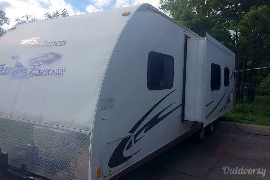Coachmen Freedom Express - UP3 Eben, MI