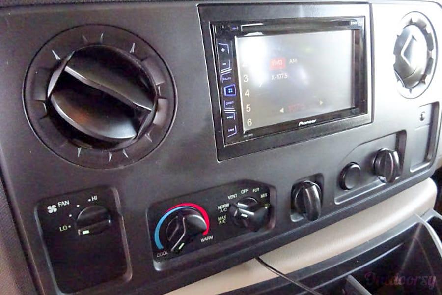 2016 Winnebago Minnie Winnie Henderson, NV Navigation and console