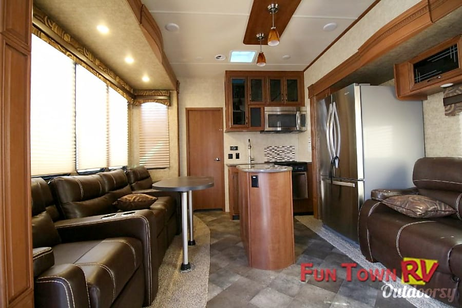 interior 2016 5th wheel with quad rear bunk house and living room seating for 7+ Pilot Point, TX